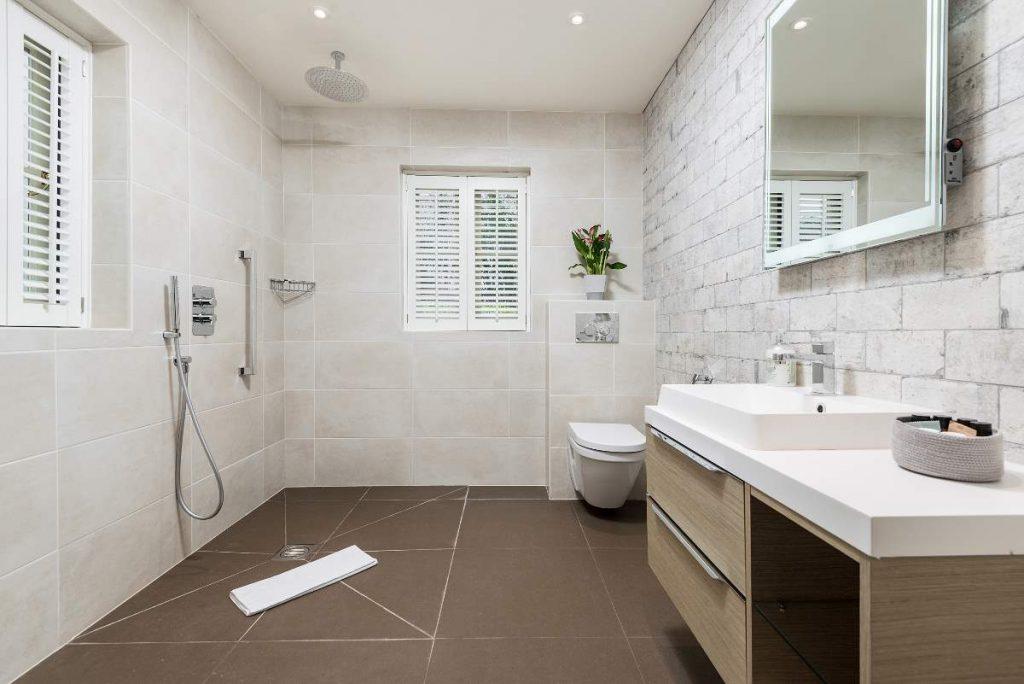 Ground floor bedroom with accessable wet room.
